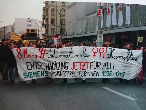Demonstration für die Entschädigung von Zwangsarbeiterinnen bei Siemens, Berlin, 3. März 1997 © Silke Radosh-Hinder