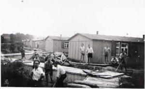 Zwangsarbeiter beim Aufräumen des Lagers Haselhorst nach einem Luftangriff, o. D. © Dokumentationszentrum NS-Zwangsarbeit/Sammlung Berliner Geschichtswerkstatt