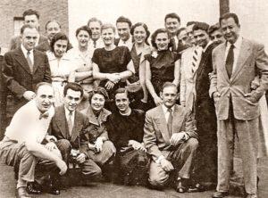 Marcel Tuchmann (erste Reihe, ganz links) während seines Medizinstudiums mit einer Gruppe jüdischer Studierender, Heidelberg 1955 © Privatbesitz / Metropol Verlag